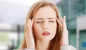 Симптомы, которые могут сопровождать головную боль на макушке