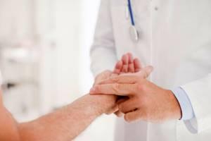 Что делать, если болят кисти рук: общие советы